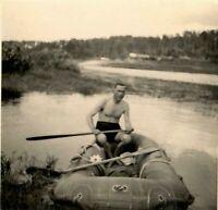 """2 WW Russland auf der Beresina bei Borisow unterwegs mit russ. """"Schlauchboot """""""