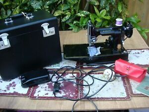 Antique Old Vintage Electric Featherweight  Singer Sewing Machine Model 221K  )
