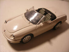 NEW-RAY City Cruiser en Metal 1/43 ALFA ROMEO Spider 1989 Blanc