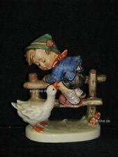 """Goebel Hummel 195/2/0 """"Angsthase"""", barnyard hero, Junge auf Zaun mit Gans Goose"""