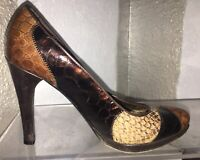 STUART WEITZMAN Brown leather pumps: Women's US 7M. Snakeskin pattern.