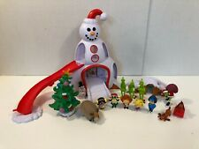 Dr. Seuss The Grinch Movie Whoville Town Square Playset 2018 Figures Accessories