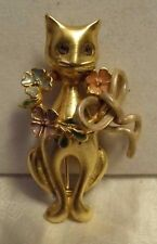 VINTAGE GOLD TONE CAT PIN/BROOCH WITH ENAMEL FLOWER WREATH ON NECK, GLASS EYES
