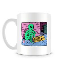 Funny Lindo Grunge Alien intentando llegar a casa Cómic En Cool lúcido Colores Taza