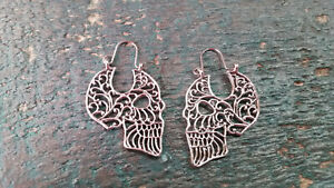 Ohrringe Totenkopf verziert mit Ornamenten silbern Ohrhänger
