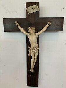 Christ sur croix en palissandre Objet de culte XX siècle