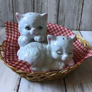 Super Cute Kitsch White Cat Kitten In Basket Porcelain Salt & Pepper Cruet Set