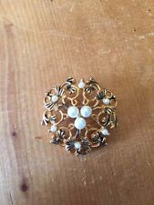 VINTAGE 3.5cm-LONG GOLD TONE BROOCH WITH FAUX PEARLS JEWELLERY