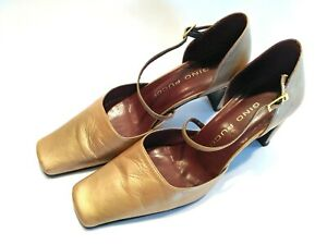 Gino Pucci gold square toe shoe with square heel Size 6