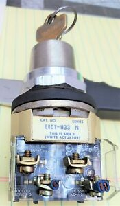 Allen-Bradley 800T-H33  N Key Selector Switch  2 Pos Tested Working Pull [A0B4]
