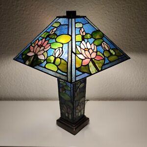 Lampe Lilie im Tiffany Stil Buntglaslampe Nachttischlampe