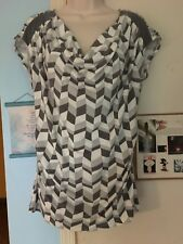 Women's New York & Company Grey & White Print Draped Neckline Side Ruched Top—M