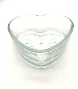 Cute Libbey Glass 6 inch Clear Glass Heart Shaped Serving Bowl Center Piece