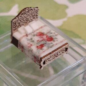 Dollhouse 1:144 Miniature Bed