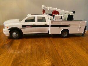 Tomy Big Farm 1:16 Scale Ram 3500 Service Truck Case IH with Lights & Sound