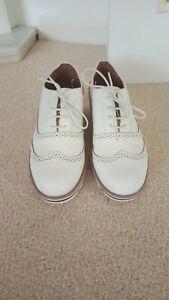 Ladies Designer Tu Sole Comfort Shoes 👟 Size 7 White Excellent