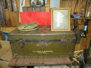 VINTAGE trunk,foot locker,1940s WITH PICTURE AND BAG INSERT TOP IS MISSING
