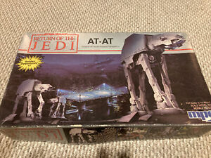 MPC Star Wars Return Of The Jedi 1:100 AT-AT 1989 Model Kit (8919)