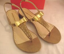 ADRIENNE VITTADINI Metallic Solid Gold Fabric T Strap Sandals Low Womens Sz 8 M