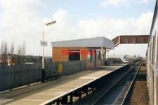 PHOTO  1989 BREDBURY RAILWAY STATION THE WAITING SHELTER OPPOSITE THE MAIN BUILD