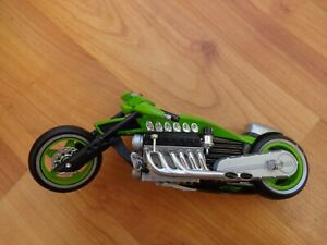 1/18 HOT WHEELS CLASSIC MOTO FERENZO GREEN CHOPPER DIECAST MOTORCYCLE BIKE