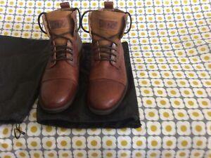 Mens Levi Emerson Boots Size 11