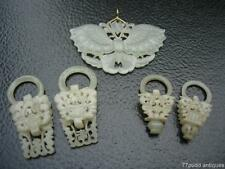 LOT OF FIVE ANTIQUE CHINESE PALE CELADON JADE PENDANT AND EARRINGS