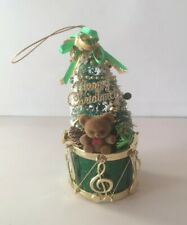 SAN FRANCISCO MUSIC BOX CO MERRY CHRISTMAS GREEN/GOLD MUSICAL TREE DRUM ORNAMENT