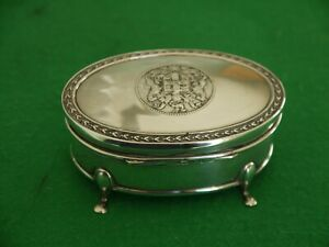 SUPERB ANTIQUE HM 1913 STERLING SILVER JEWELLERY RING BOX WITH COAT OF ARMS