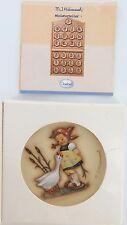 1974 GOEBEL HUMMEL HUM 974 GOOSE GIRL #1081 MINIATURE WALL PLAQUE, ORIGINAL BOX.