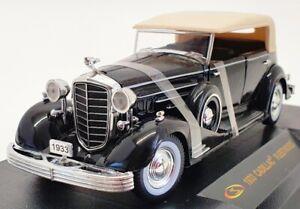 Signature 1/32 Scale Model Car 32329 - 1933 Cadillac Fleetwood - Black