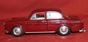 Volkswagen 1600 Maisto Notchback Burgundy 1/24 Diecast Car