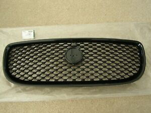 NEW GENUINE JAGUAR XE GLOSS BLACK GRILLE WITH ROUND CAMERA HOLE T4N5871