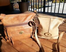 LOT 2 FOSSIL SHOULDER BAGS STANTON & BUCKET TAN LEATHER CROSSBODY