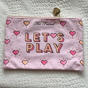 TOO FACED Let's Play Pink Makeup Cosmetics Toiletries Travel Bag NEW Zip Heart