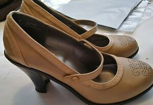 mossimo women's size 8.5 M brown leather pumps