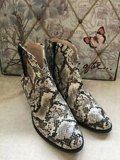 Clarks Breccan Valley Taupe Snake Boots Size 5.5