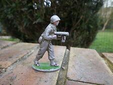 QUIRALU: soldat 39/45 avec mitraillette en bon état d'usage.