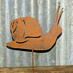 A Metal Rusty Effect Snail For Lawn, Borders Or Pots With Spike