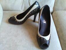 Zapatos De Cuero Timeless dos tonos corte Peep Toe Talla 5 Marrón y Crema