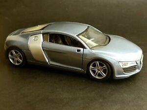 Maisto 1/24 Scale Audi R8 model car metallic silvery grey vg used