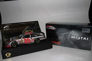 ACTION RCCA ELITE 2004 KEVIN HARVICK #29 GM GOODWRENCH METAL SERIES CHEVROLET