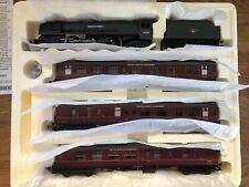R21736M Hornby Lakes Express Duchess Queen Elizabeth Train Pack