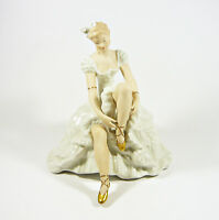 """WALLENDORF, GLAMOUR LADY PUTS ON HER SHOES 9"""", HANDPAINTED PORCELAIN FIGURINE !"""