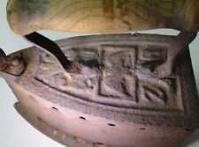Antikes Kohlebügeleisen aus Gusseisen