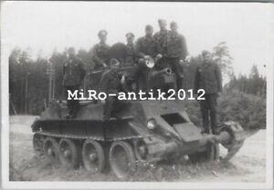 Foto, Wk2, russischer 14 Tonnen BT 7 Panzer (N)50189