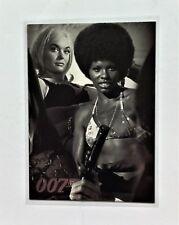 James Bond Quotable Villains & Vixens Chase Card UK8