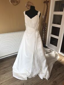 BNWOT Stunning Ivory  Eternity Bride Aline Style Wedding Dress Size 8-10