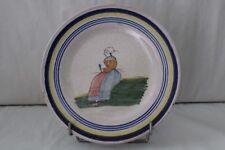 Assiette ancienne en faïence Malicorne Béatrix Pouplard , décor d'une bretonne
