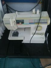 SINGER - Sewing Machine with Foot Pedal - Model 9311